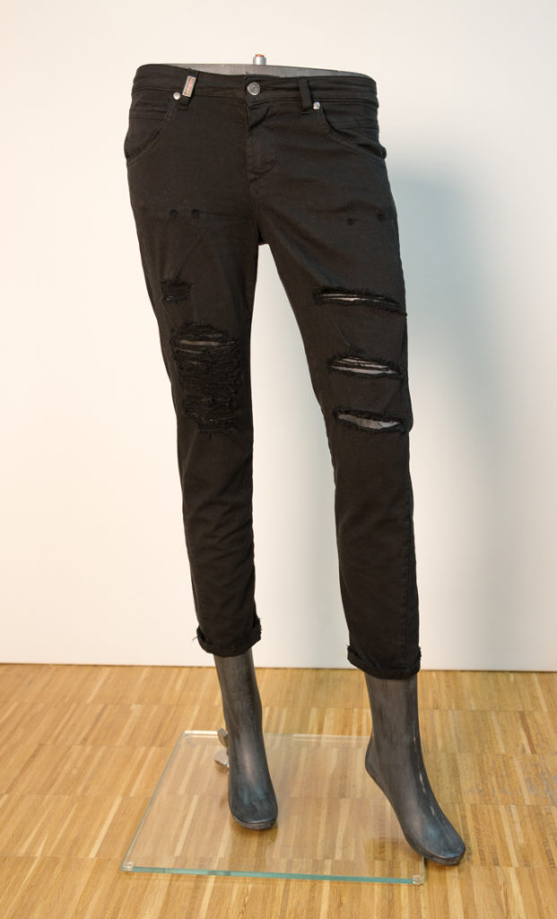 Jeans schwarz mit Schlitzen